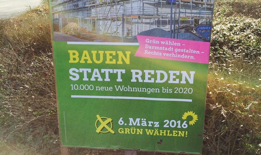 Wahlkampfplakat von DIE GRÜNEN in Darmstadt mit dem Slogan: Bauen statt Reden