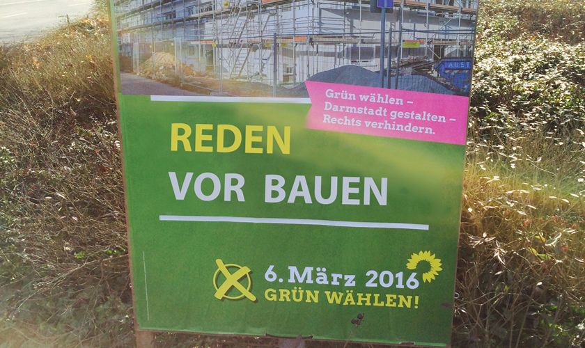 Photomontage Wahlkampfplakat DIE GRÜNEN mit dem Slogan: Reden vor Bauen